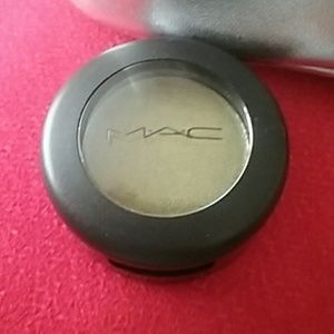 Mac green eyeshadow